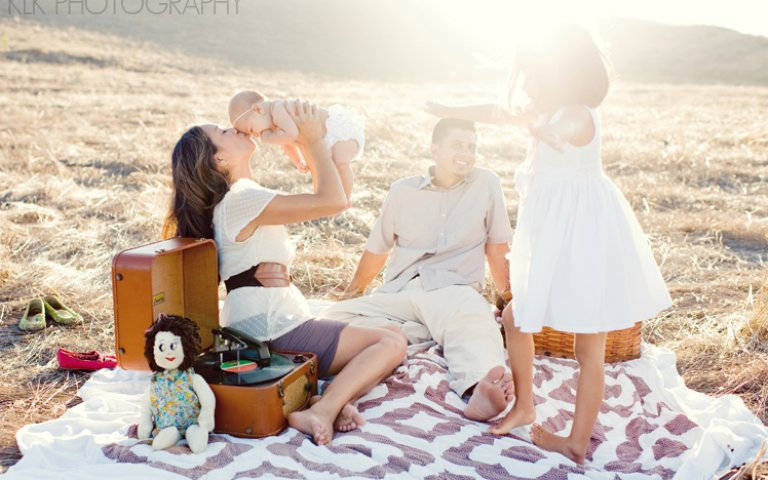 Picnic in the Field: Family Session with KLK Photography
