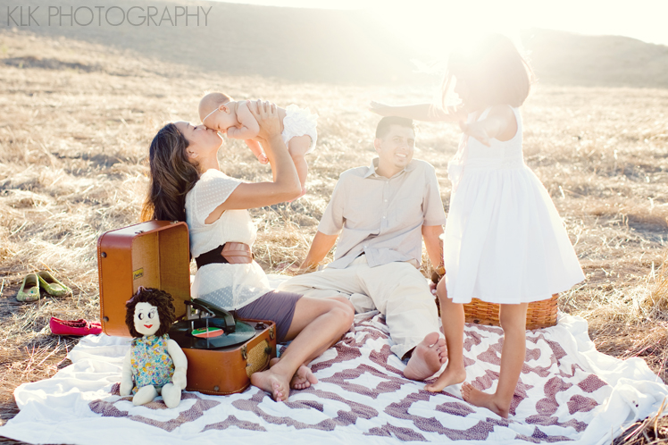 family photography, picnic, field, rustic